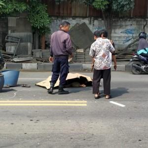 Laka Lantas di Jalan Raya Roomo, Pengendara Motor Tewas Terlindas Mobil Pick Up