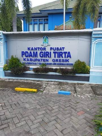 Kantor Perusahaan Daerah Air Minum (PDAM) Giri Tirta Gresik.