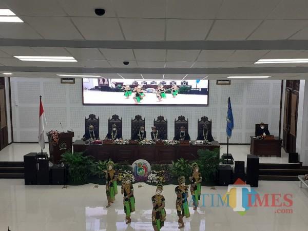 Suasana rapat paripurna peringatan HUT Ke-107 Kota Malang di ruang sidang gedung DPRD Kota Malang, Rabu (31/3/2021). (Arifina Cahyanti Firdausi/MalangTIMES).