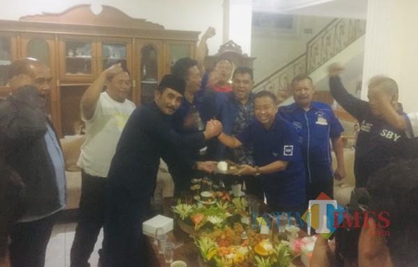 Ketua DPC Partai Demokrat Kabupaten Malang bersama dengan anggota pengurus mengadakan tasyakuran memperingati kemenangan AHY (01/04/2021)