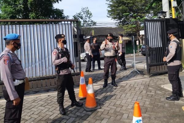 Penjagaan ketat itu tidak hanya dilakukan di Polres Kediri namun juga dilaksanakan di Polsek jajaran Polres Kediri. (Foto: Ist)