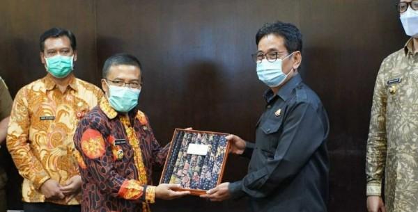 Wali Kota Bukit Tinggi bersama Forkopimda Kota Bukit Tinggi melakukan kunjungan kerja ke Balaikota Among Tani, Kota Batu, Kamis (1/4/2021) (foto: istimewa)