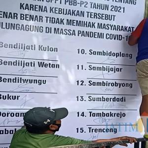 """Beredar Video Sebut """"Bupati Budheg"""" Saat Pasang Banner Protes Kenaikan NJOP di Tulungagung"""