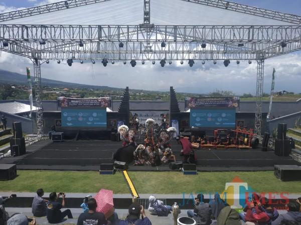 Event-Sambang-Mbatu-Diminati-Wisatawan-Disparta-Gandeng-Pelaku-Seni10958a772ab1a86a.jpg