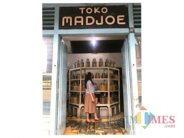 Interior Toko Madjoe yang cocok digunakan untuk berswafoto. (Foto: Dokumentasi JatimTIMES).