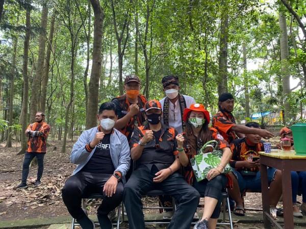 Anggota Komisi C DPRD Kota Malang, Ahmad Fuad Rahman (kiri depan jaket abu-abu) saat melakukan kegiatan di kawasan Hutan Malabar Kota Malang. (Foto: Istimewa).