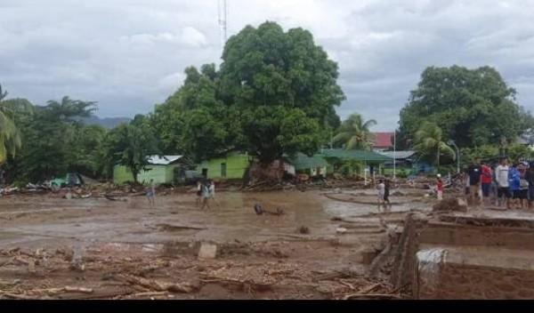 Banjir bandang di NTT (Foto: KompasTV)