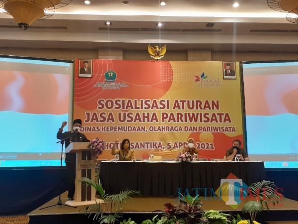 Sosialisasi terhadap pelaku jasa usaha pariwisata di Hotel Santika Kota Malang, Senin (5/4/2021). (Arifina Cahyanti Firdausi/MalangTIMES).