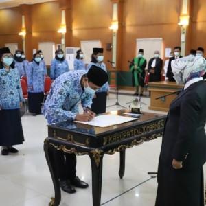 Bupati Jombang Lantik 422 PNS dan 23 Pejabat Fungsional