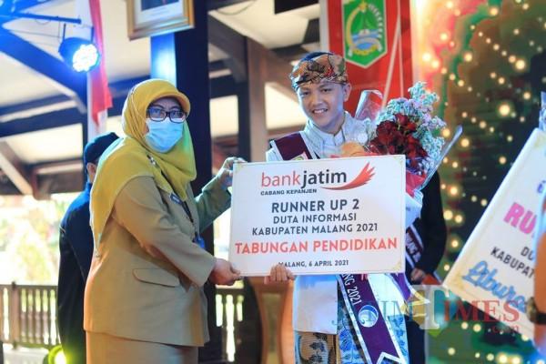 Juara 3 Duta Informasi Kabupaten Malang, Akhmad Arel Geovanda (kanan) (Foto: Fery/MalangTIMES)