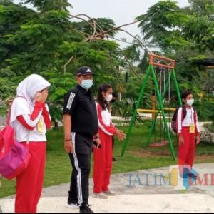 Kota Madiun Mulai Terapkan Sekolah Tatap Muka, Lokasi di Taman, Siswanya Dijemput