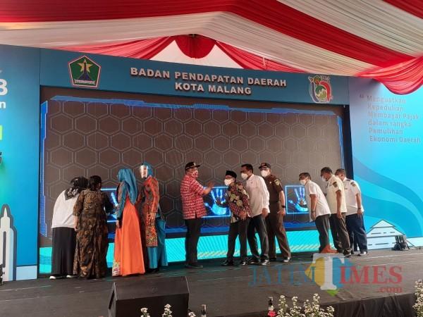 Launching SPPT PBB tahun 2021 dan Gebyar Panutan Pajak Bapenda Kota Malang, Rabu (7/4/2021). (Arifina Cahyanti Firdausi/MalangTIMES).