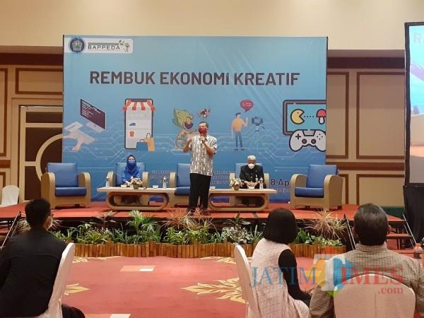 Kegiatan Rembuk Ekonomi Kreatif Bappeda Kota Malang, di Ijen Suites Hotel, Kamis (8/4/2021). (Arifina Cahyanti Firdausi/MalangTIMES).