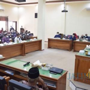 Tak Terima ADD Dipangkas, Puluhan Kepala Desa Geruduk Kantor Dewan Trenggalek