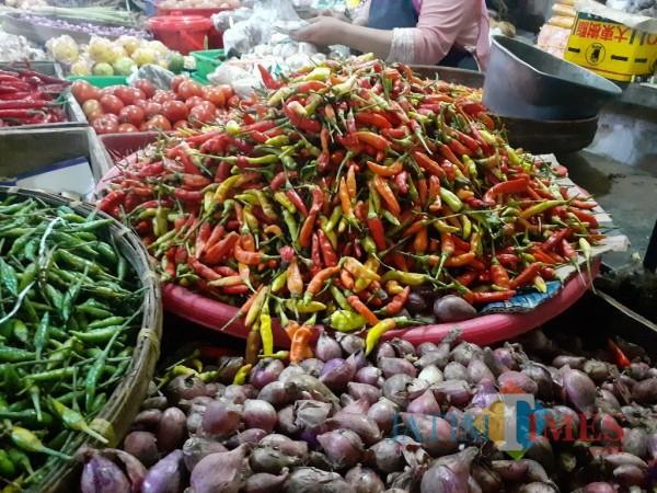 Beberapa jenis komoditi kebutuhan pokok di Kota Malang. (Arifina Cahyanti Firdausi/MalangTIMES).