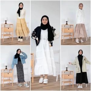 Ide Tampil Lebih Fresh dengan Skirt dan Sneakers, Cocok untuk Acara Bukber Nih!