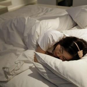 Ternyata Wanita Butuh Tidur Lama Ketimbang Pria, Yuk Cek Faktanya di Sini
