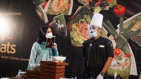Agung Wijaya atau yang kerap dipanggil Chef Agung (kanan), Chef dengan segudang pengalaman (Ist)