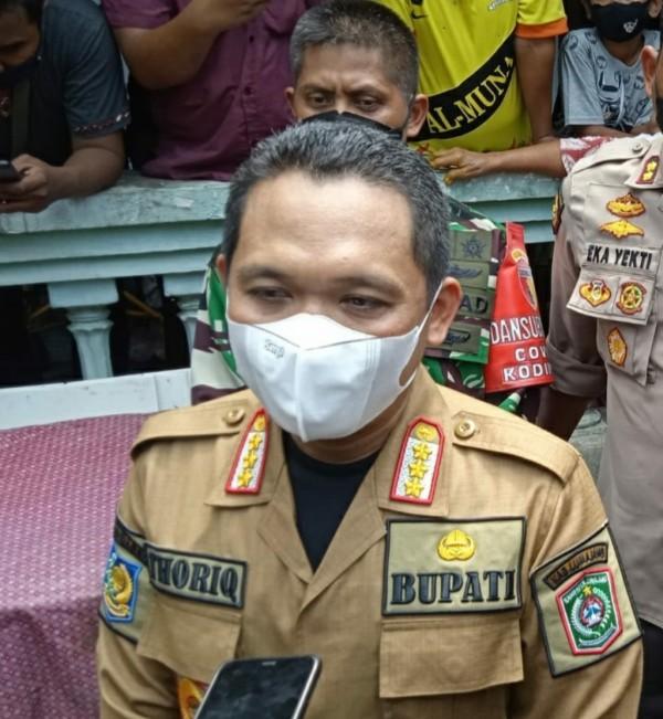 Bupati Lumajang saat mengintruksikan Balai Desa jadi posko sementara ( Kominfo)