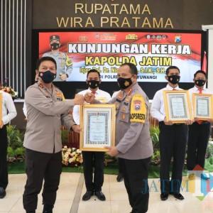 Kapolresta Banyuwangi Raih Dua Penghargaan dari Kapolda Jatim