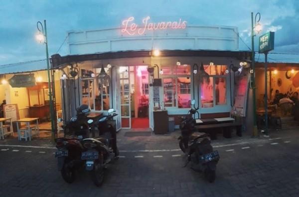 Le Javanais Cafe yang ada di Jalan Ikan Tombro nomor 25, Mojolangu Kecamatan Lowokwaru Kota Malang (le.javanais)