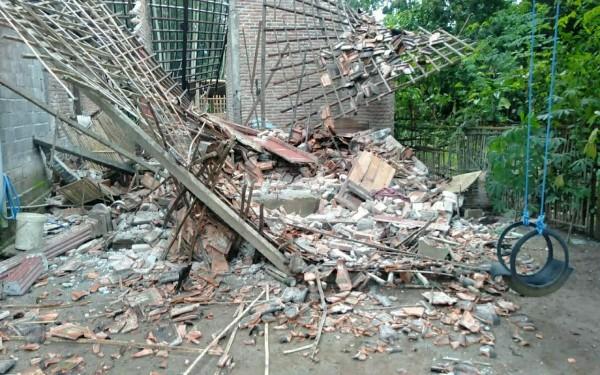 Salah satu rumah rusak akibat gempa di Tulungagung (Foto: Istimewa/TulungagungTIMES)