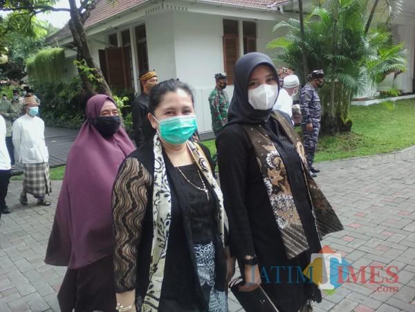 Marifatul Kamila (depan kiri), anggota DPRD asal Partai Golkar, bersama  bupati Banyuwangi. (Foto: Nurhadi/BanyuwangiTIMES)