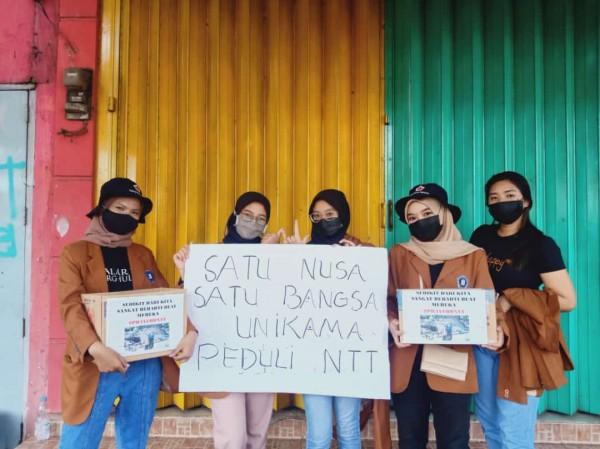 Para mahasiswa Unikama yang melakukan aksi galang dana. (Ist)