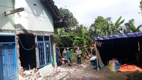 Selain pemetaan bantuan, LPBI-NU Lumajang dirikan tenda darurat (Foto : LPBI-NU / Jatim TIMES)