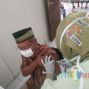 Lansia di Kota Batu Jalani Vaksinasi Dosis Pertama, 2 Dinyatakan Tak Lolos