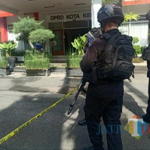 Tas Misterius Isi Susunan Baterai dan Kabel Warna Biru Gegerkan Kantor DPRD Kediri