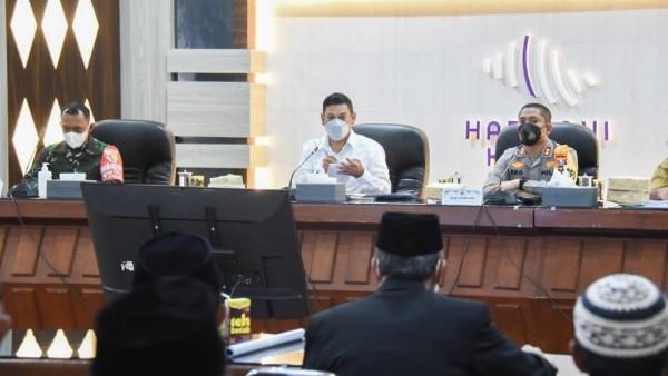 Sosialisasi Kegiatan Bulan Ramadhan dan Idul Fitri 1442 Hijriyah di Masa Pandemi Covid-19, Senin (12/4) bertempat di Ruang Joyoboyo Balaikota Kediri. (Foto: Ist)