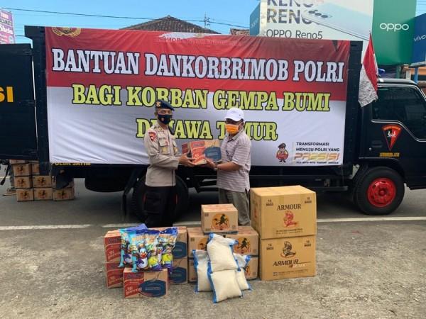 Penyerahan Bantuan Sosial dari Dankorbrimob Polri Kepada Korban Gempa (Ist.)
