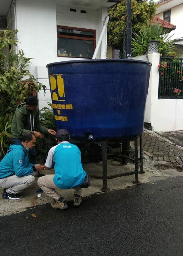 Perumdam Among Tirto Kota Batu siapakan tandon air portable bagi para pelanggan, Selasa (13/4/2021) (foto istimewa)