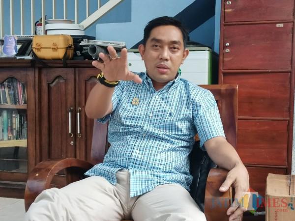 Ketua Kamar Dagang dan Industri (Kadin) Kabupaten Sumenep, Hairul Anwar saat ditemui di kantornya (Foto: Syaiful Ramadhani/SumenepTIMES)