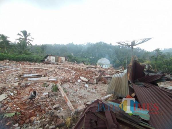Kondisi wilayah Desa Jogomulyan, Kecamatan Tirtoyudo, yang luluh lantak akibat gempa. (foto: Hendra Saputra/MalangTIMES)