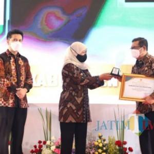 Terbaik  Kedua Se-Jatim, Bupati Tulungagung Terima Penghargaan PPD