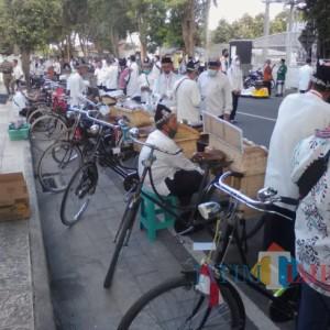 Bantu Hidupkan UMKM Banyuwangi, KSOK Kenalkan Sepeda Onthel Tobos