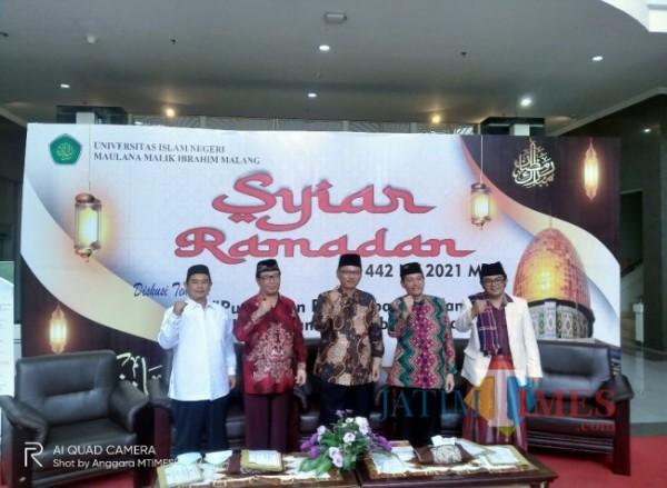 Para pemateri Syiar Ramadan sesi kelima dengan tema amalan yang dapat menghidupkan hati yang sekarat (Anggara Sudiongko/MalangTIMES)