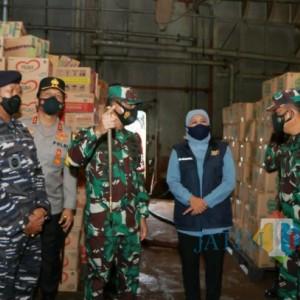 Pelepasan KRI Tanjung Kambani-971 untuk Penanggulangan Bencana di Flores NTT