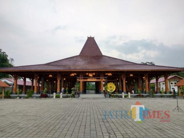 Pendapa Ageng Hand Asta Sih di Kabupaten Blitar.(Foto : Malik Naharul/BlitarTIMES)