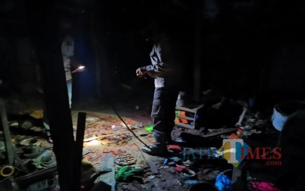 Kondisi rumah Sukijan, warga Desa Karangpakis, Kecamatan Kabuh, Jombang usai meledak akibat petasan. (Istimewa)