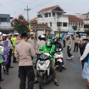Polres Batu Gebyar Ribuan Takjil di Alun-alun