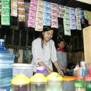 Yuliana, Gadis Purwosono Penjual Nasi Goreng di Kali Sejuk