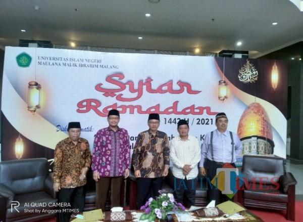 Para narasumber dalam Syiar Ramadan ke enam UIN Maliki Malang (Anggara Sudiongko/ MalangTIMES)