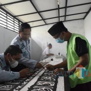 Isi Hari Ramadan, Warga Binaan Lapas Bondowoso Tulis Kaligrafi Arab