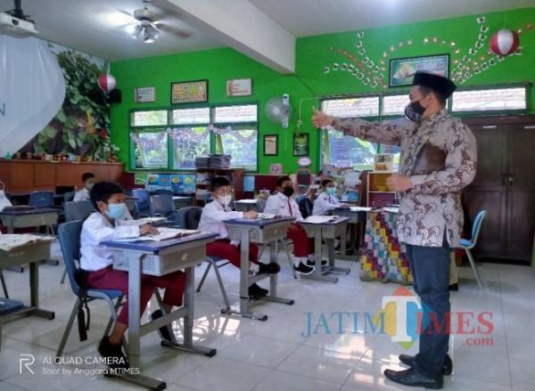 Sekretaris Komisi D DPRD Kota Malang yang juga Wakil Ketua Fraksi Partai Keadilan Sejahtera (PKS) Kota Malang, H Rokhmad SSos (foto: Anggara Sudiongko/ MalangTIMES)