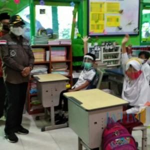 Hari Pertama PTM Terbatas di SDN Kauman 1, Murid Lebih Suka Sekolah Langsung