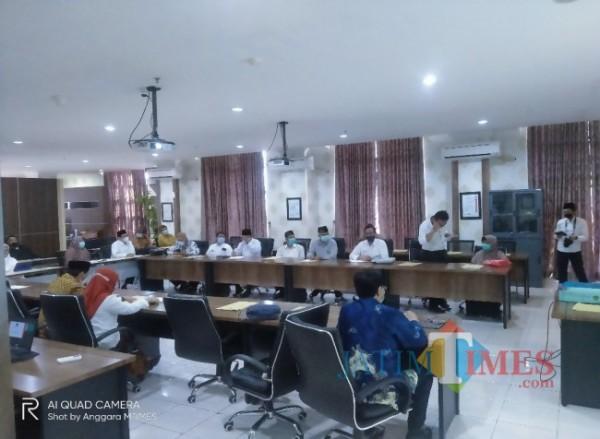 Suasana saat para anggota senat akan bersiap-siap untuk menggelar rapat senat tertutup terkait pemilihan Rektor UIN Malang (Anggara Sudiongko/MalangTIMES)