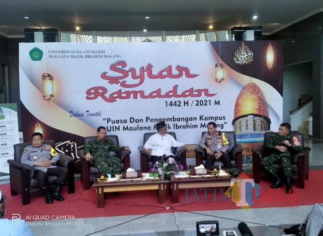 Syiar Ramadhan UIN Malang dengan para pemateri dari TNI Polri (Anggara Sudiongko/MalangTIMES)